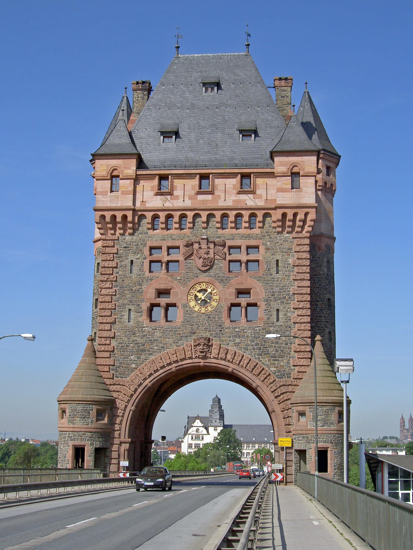 Worms_Nibelungenbrücke_Brückenturm_2005-05-27b