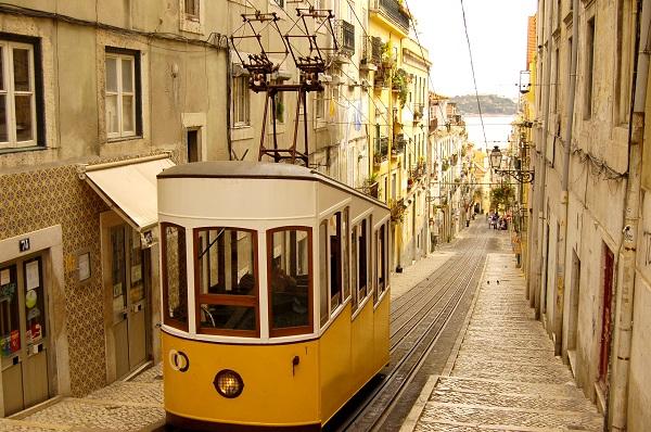 tram alfama a Lisbona